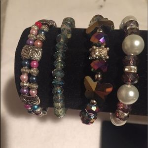 Jewelry - Lot of 4 crystal and pearls bracelets